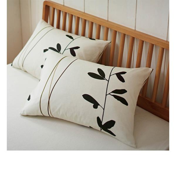 北欧調リーフ柄枕カバー ベージュの写真